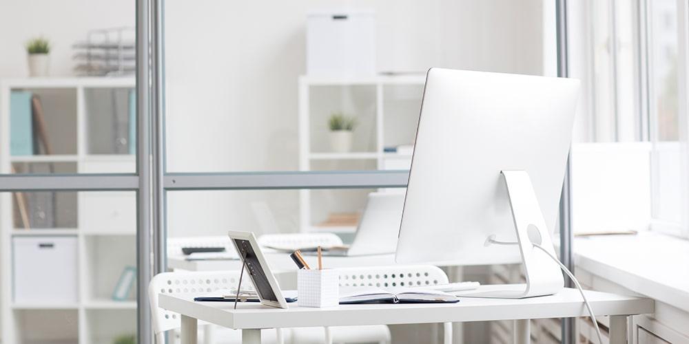 Основните ресурси могат да включват офис пространство, компютри и персонал.