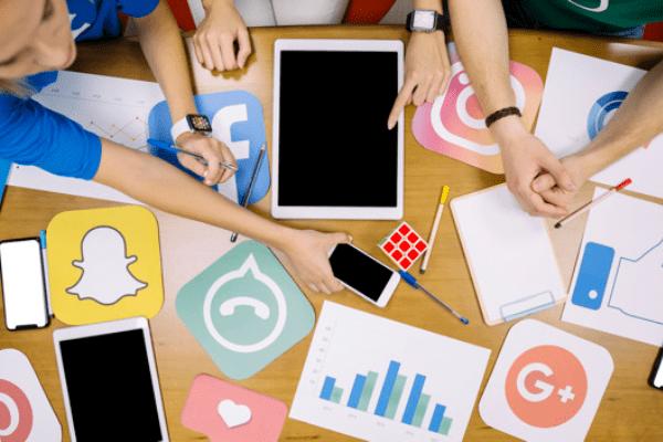 На кого да се доверим в социалните медии: служител, агенция или консултант? Плюсовете и минусите на всеки.